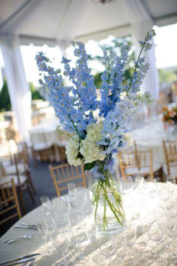 centros de mesa azul con blanco sencillos