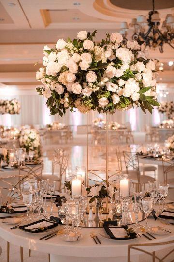 centros de mesa de rosas blancas para bodas