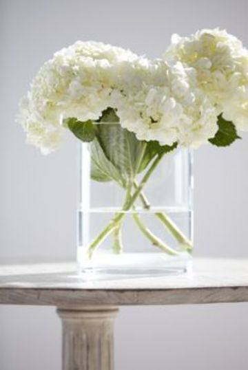 flores blancas para centro de mesa de bodas sencillas