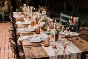 4 formas de usar mesas rusticas de campo en decoraciones
