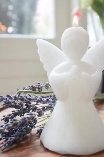 velas en forma de angel talladas