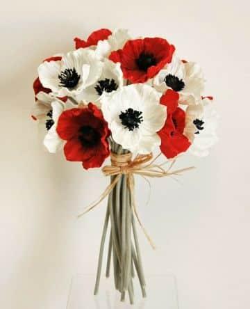 4 ramos de flores blancas y rojas