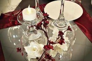 4 formas de hacer centros de mesa con copas y flores