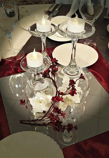 centros de mesa con copas y flores para bodas