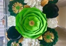 4 formas de hacer flores de cartulina para bautizo