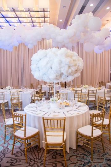 centro de mesa de nubes altos