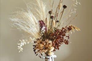 4 formas de armar centros de flores secas para salon