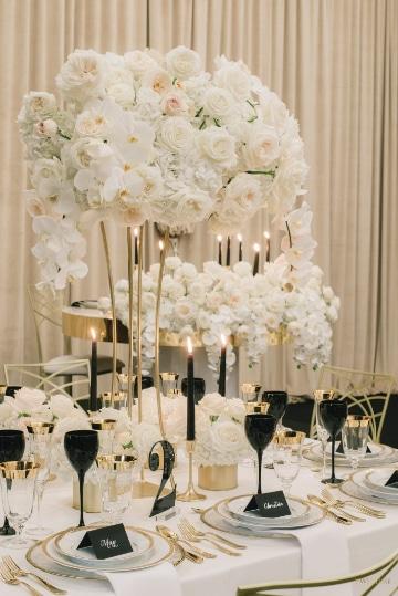 centros de mesa altos para boda blancos
