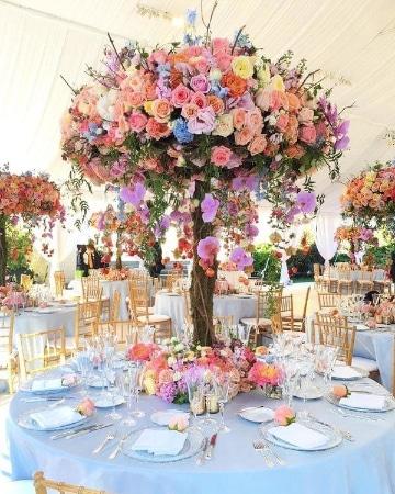 centros de mesa altos para boda colorido