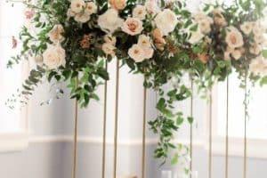 4 técnicas para hacer centros de mesa altos para boda