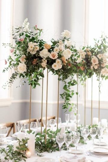 centros de mesa altos para boda minimalistas
