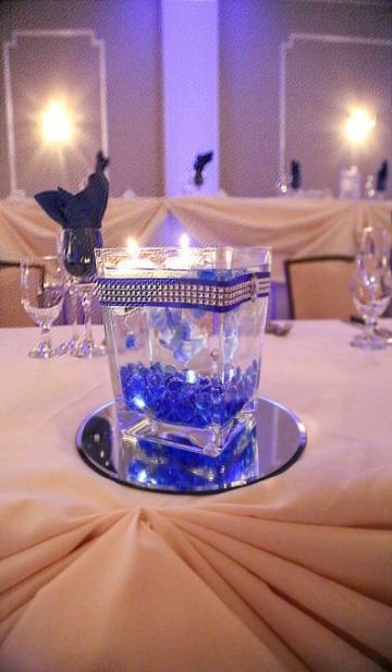 centros de mesa azul rey para bodas