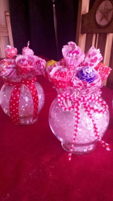 centros de mesa con peceras y dulces para niñas