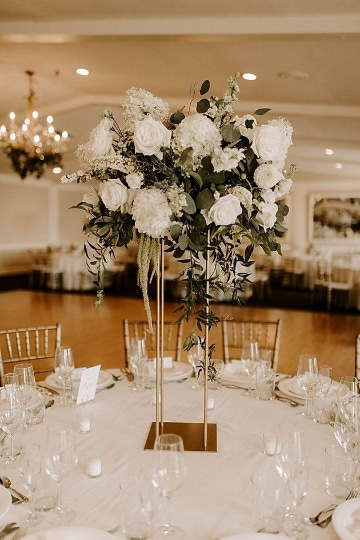 centros de mesa con rosas blancas grande