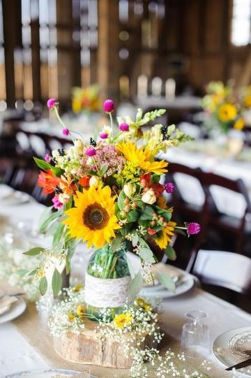 centros de mesa de girasoles para boda sencillo