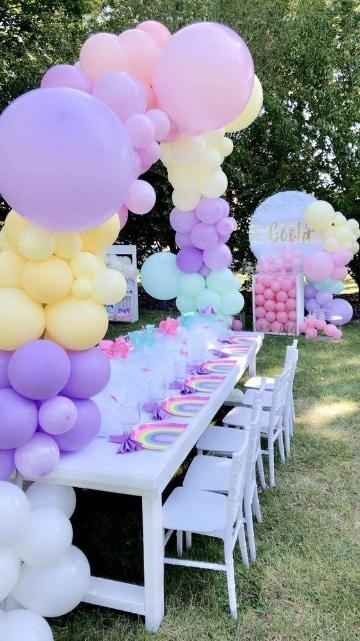 adornos con globos de unicornio sencillos