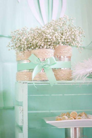 arreglos de mesa con botes de leche para bodas