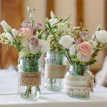 centro de mesa con frascos para 15 con flores