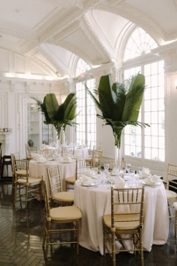 centros de mesa con hojas verdes sencillos
