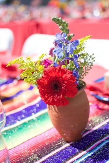 centros de mesa con jarrones de barro para fiestas