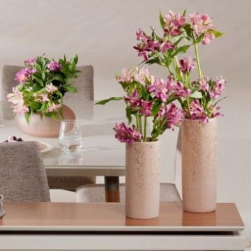 centros de mesa con jarrones de barro para quinceaños