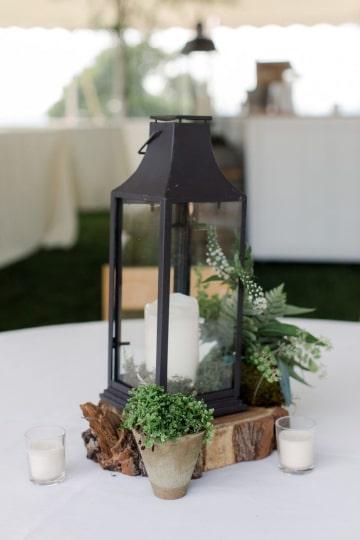 centros de mesa con troncos y velas