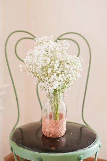 centros de mesa de cristal con flores sencillos