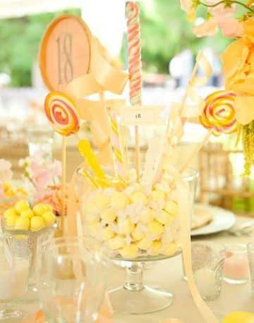 centro de mesa con caramelos para fiestas