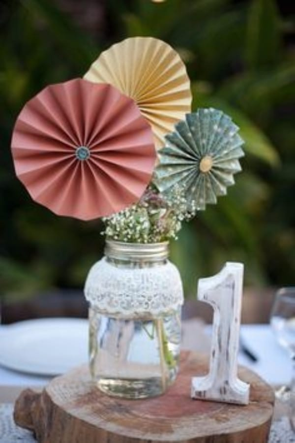 centros de mesa con abanicos para bodas