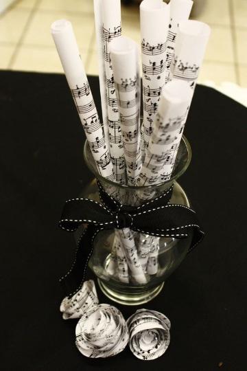 centros de mesa con notas musicales para bodas