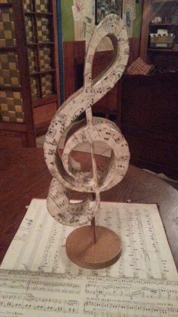 centros de mesa con notas musicales para fiestas