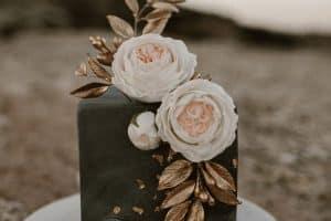 4 centros de mesa con pastel hermosos y diferentes