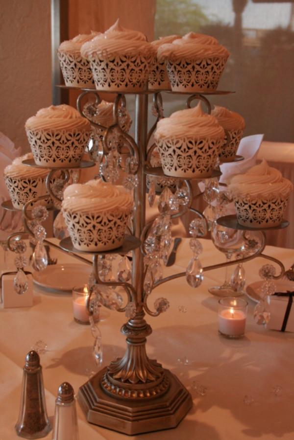 centros de mesa con pastel pequeño