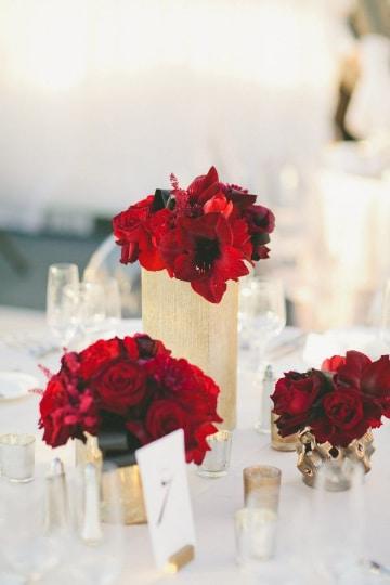 ideas para centros de mesa con flores rojas