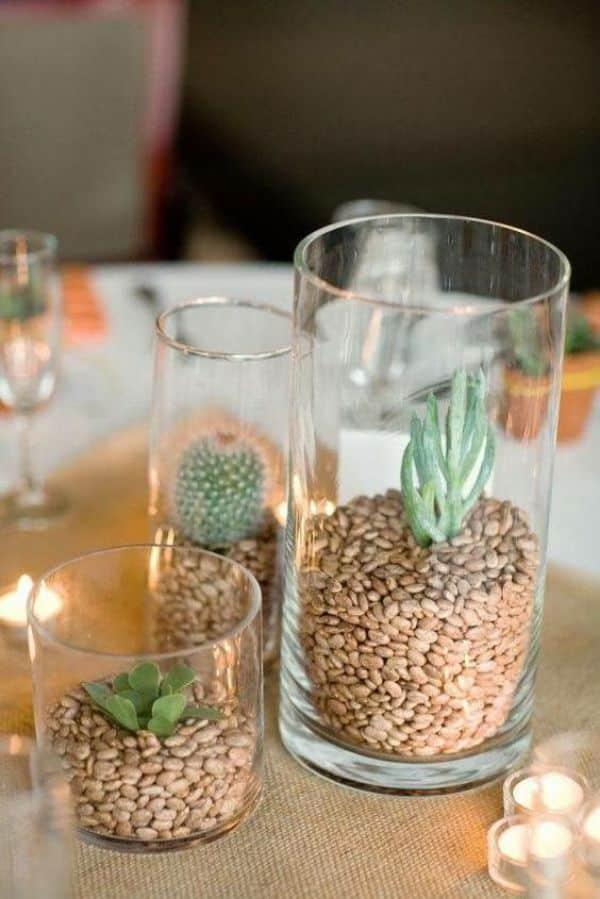 arreglos de mesa con cactus y piedras