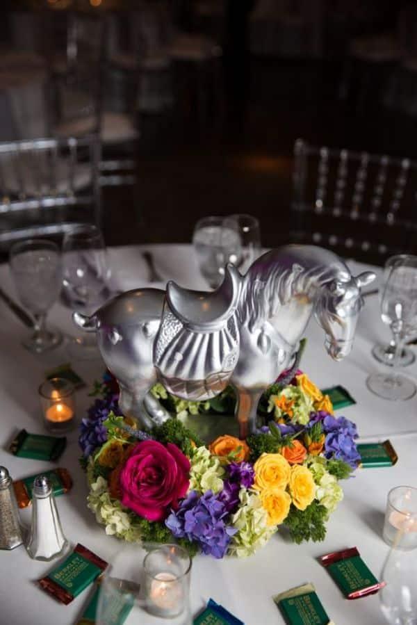 centros de mesa con caballos para quinceaños
