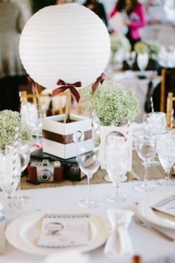 centros de mesa con globos chinos para bodas