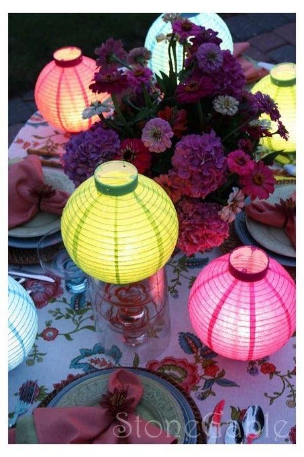 centros de mesa con globos chinos para quinceaños