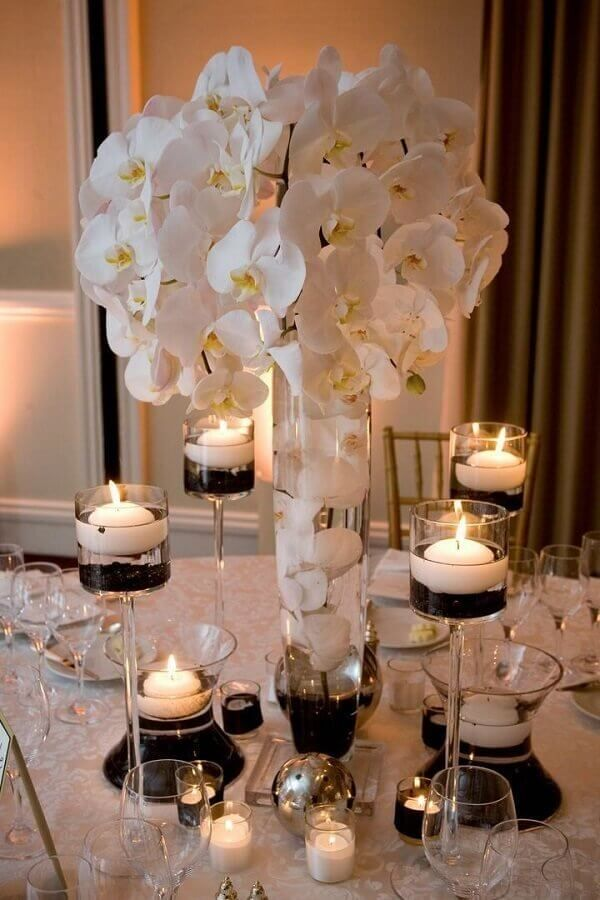 centros de mesa con lilis modernos