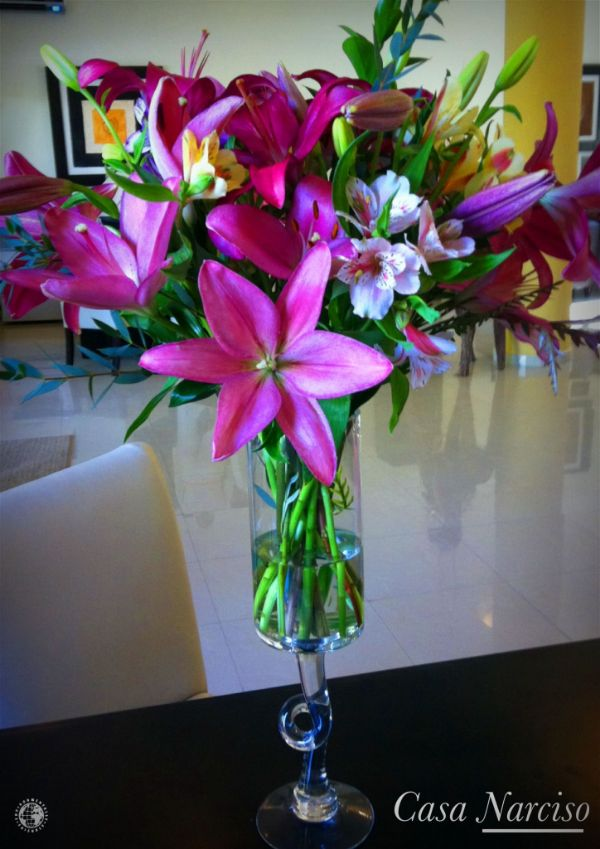 centros de mesa con lilis para quinceaños