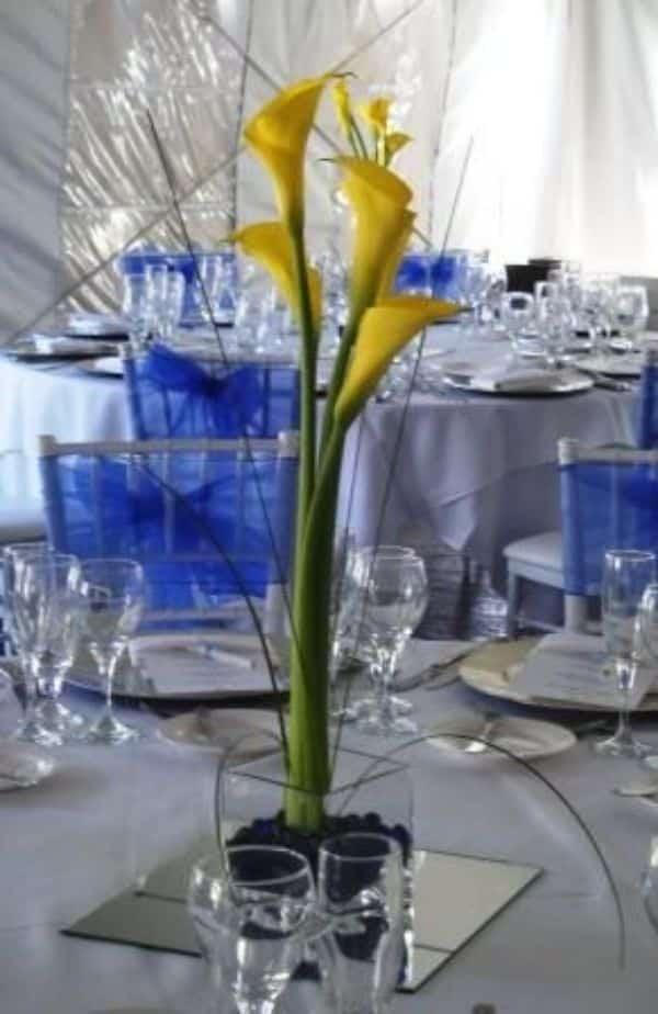 centros de mesa con lilis sencillos