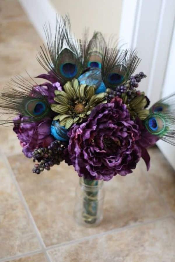 arreglos con plumas de pavo real para fiesta