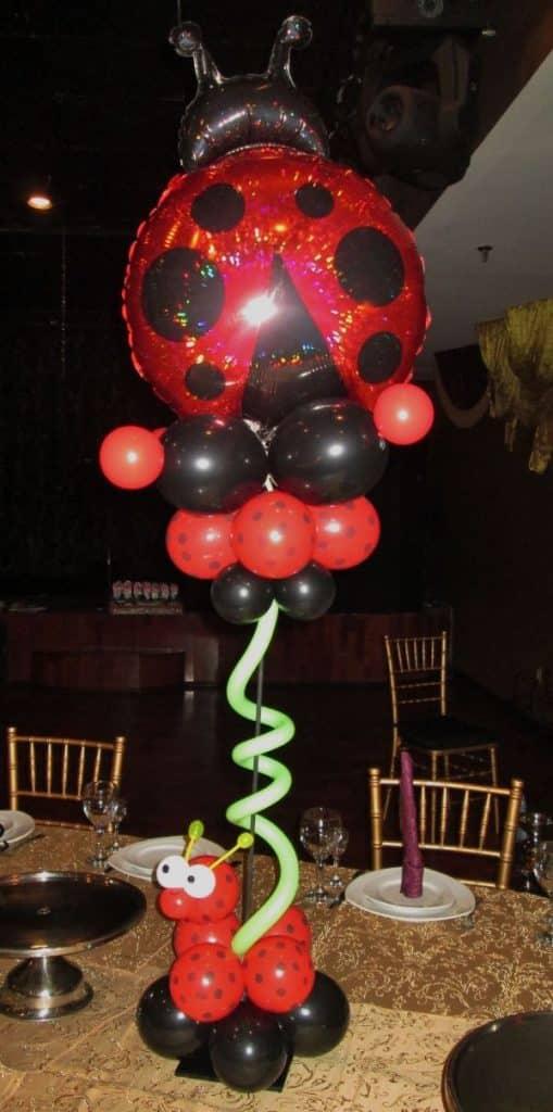 arreglos de mesa de ladybug con globos