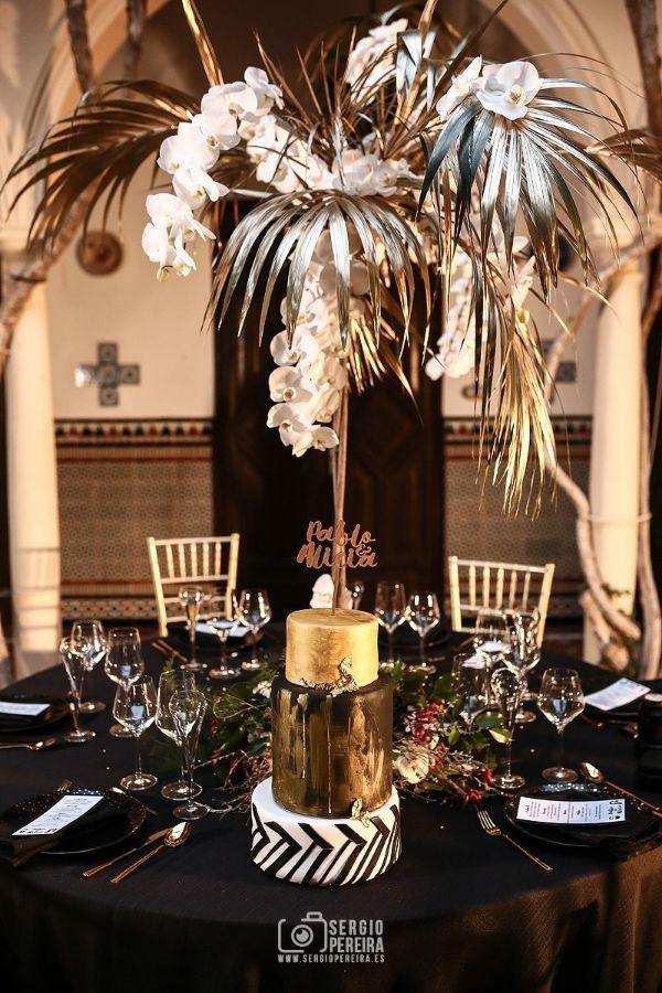 centro de mesa negro y dorado para bodas
