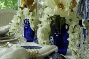 4 ideas para hacer centros de mesa azul marino en bodas