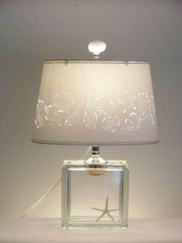 centros de mesa con lamparas blancas