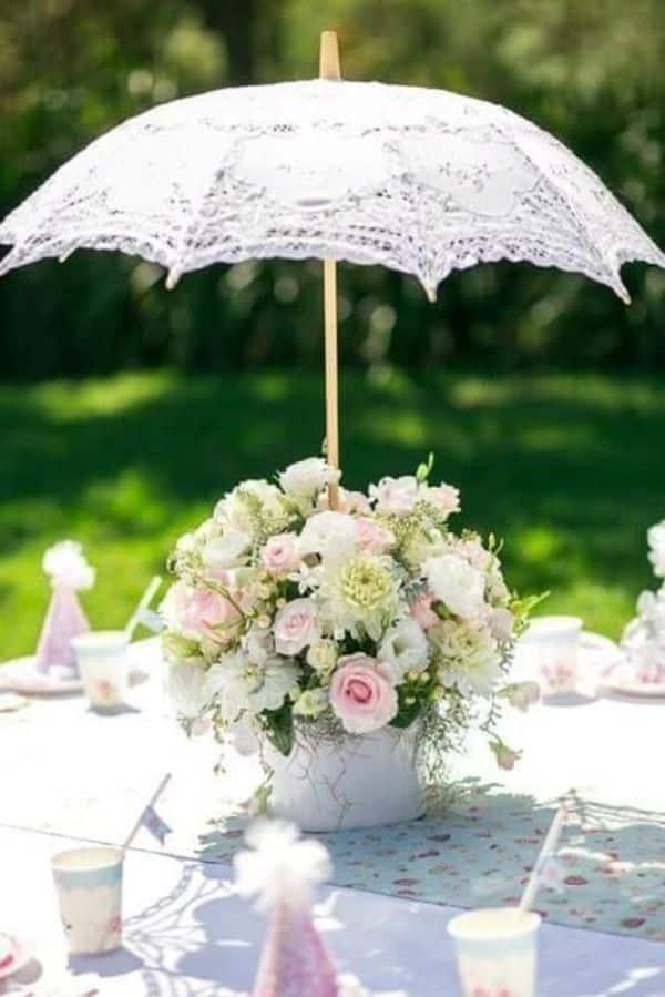 centros de mesa con sombrillas para bodas