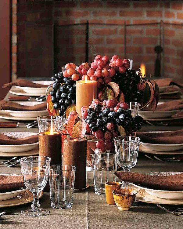 centros de mesa con uvas moradas