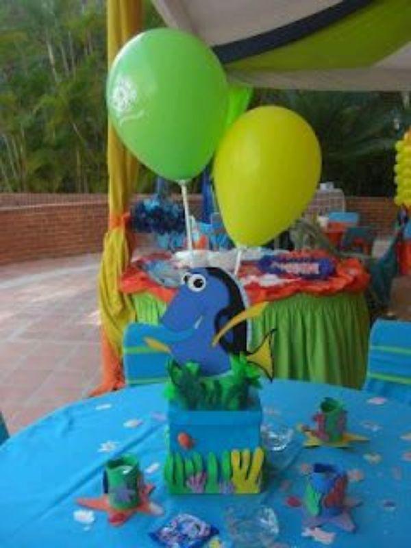 centros de mesa de nemo con globos