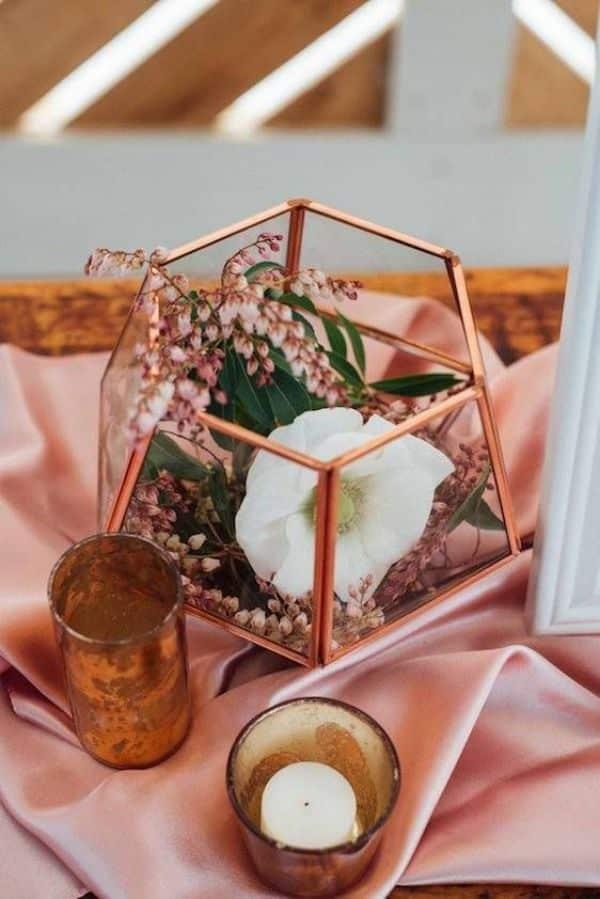centros de mesa rose gold en matrimonios